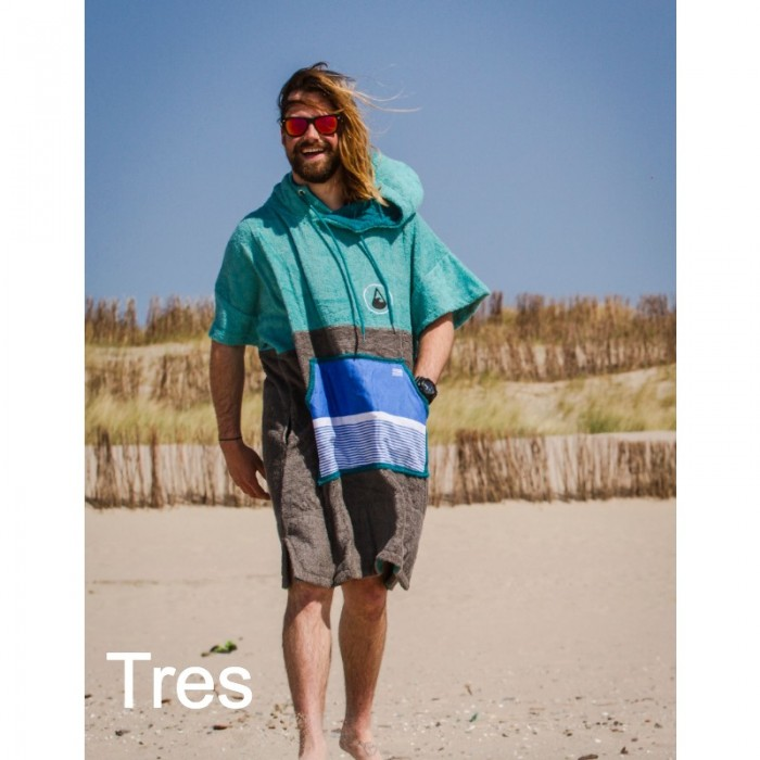 Man walking across beach wearing Wave Tres Bamboo and cotton robe